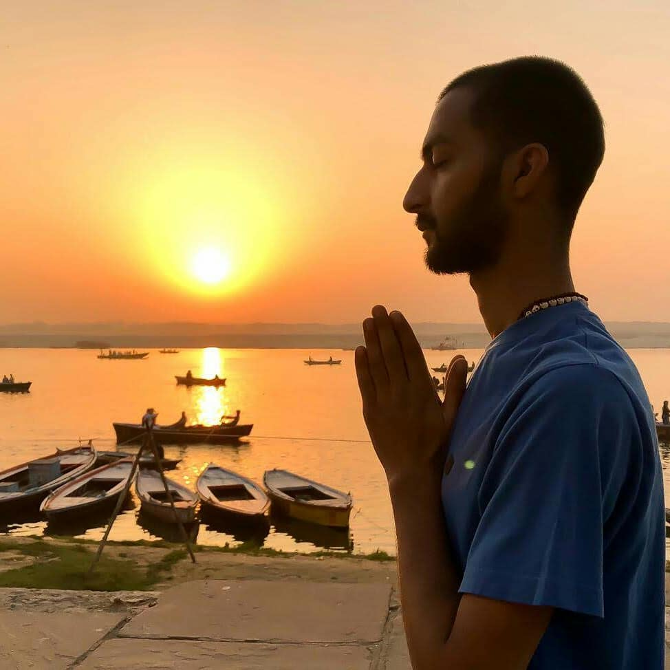 sunrise-yoga-with-ayush-varanasi-ganga