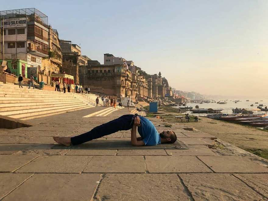 yoga-asana-trainer-ayush-varanasi-banaras-online